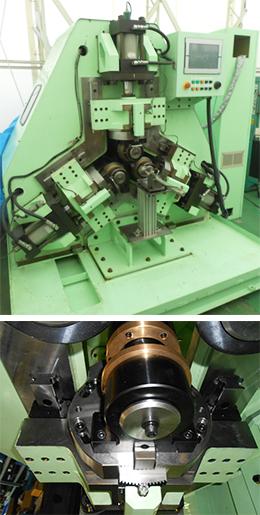 横型3ロール転造機(写真)